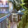 Mitten im Grünen, in einer 20.000 qm großen und liebevoll gepflegten Parkanlage, im Zentrum des Kaiserbades Bansin gelegen.